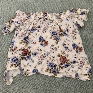 Off-the-shoulder floral top!